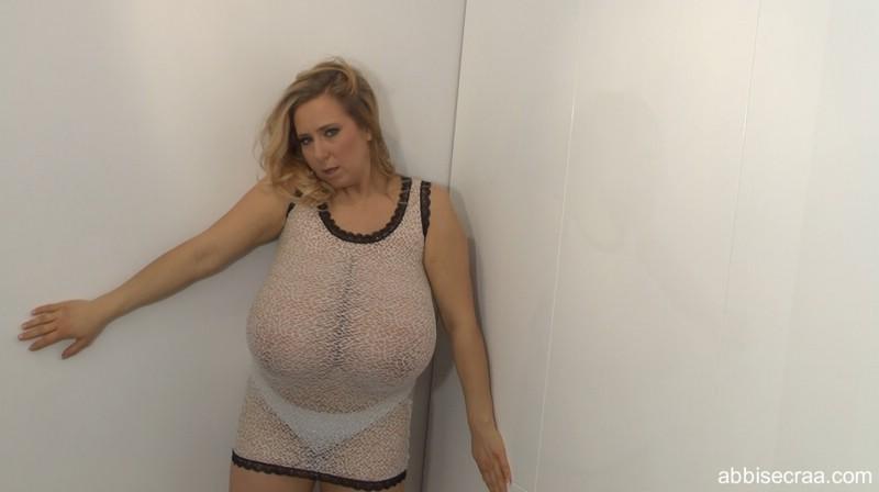 Big boobs in shirt tease