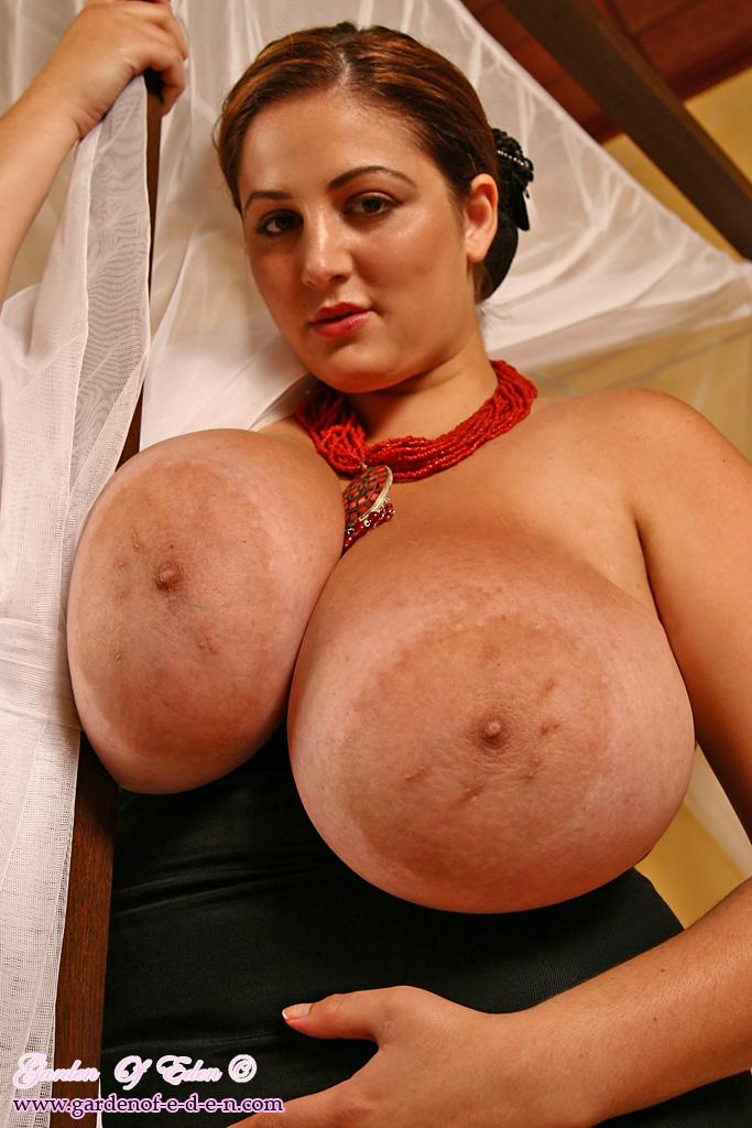 Громадные груди фото
