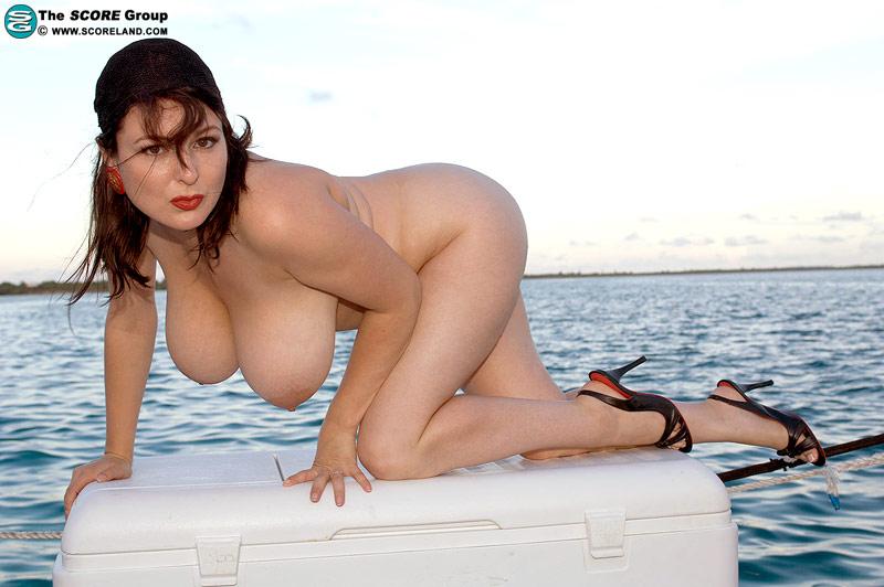 Big women nude totally free