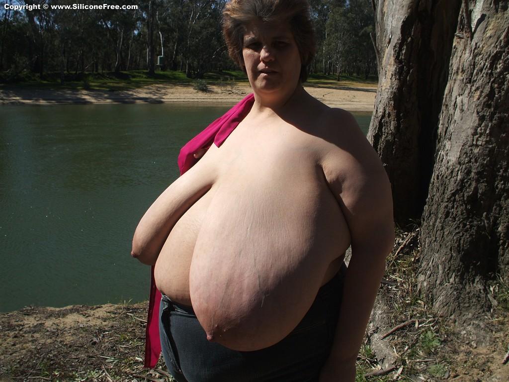 Natural huge hanging tits on milf 10