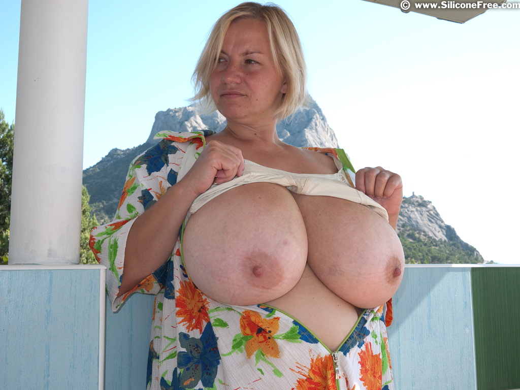 Big hot ebony boobs