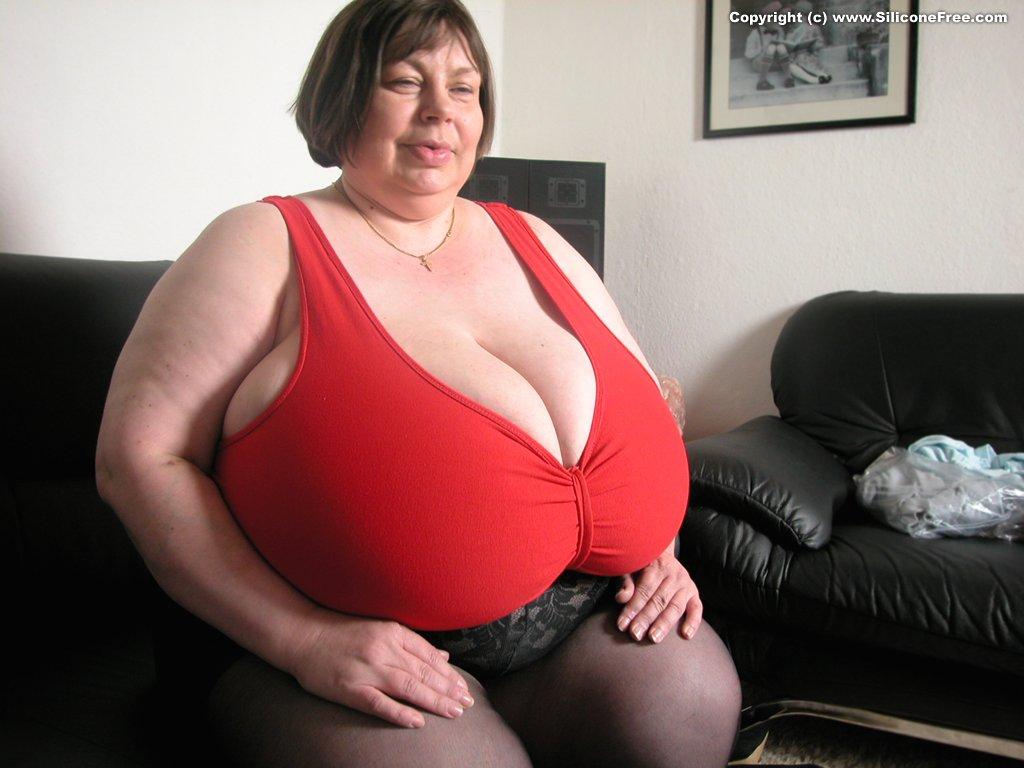 Plus size nude aunty