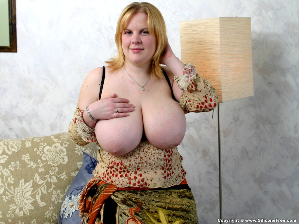Mature housewife with huge tits and hungry cunt 5