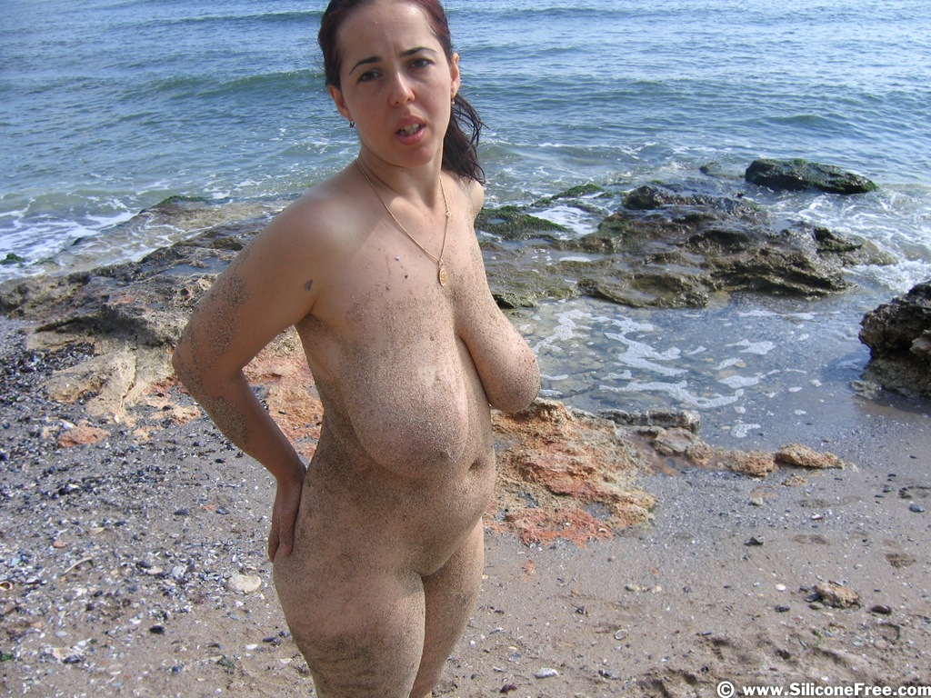 Толстушки на диком пляже 2 фотография