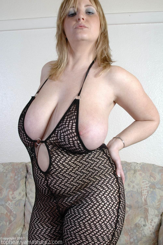 Sexy women waiting to suck male stripper 3