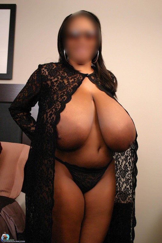 Amateur ebony with huge natural tits 6