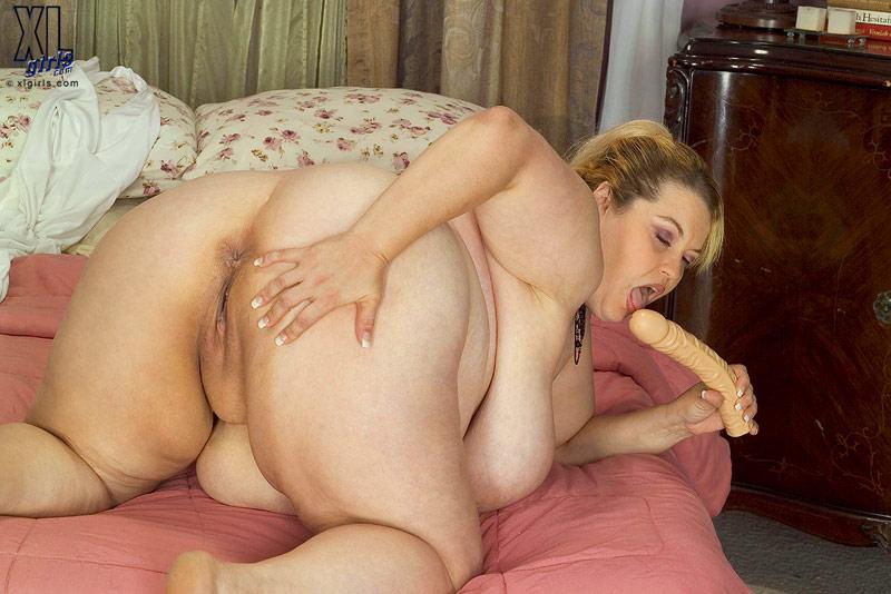big tits shaved pussy public