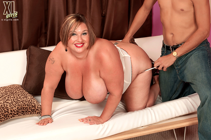 Fat bbw milf and little gay dick watching tranny porn 6